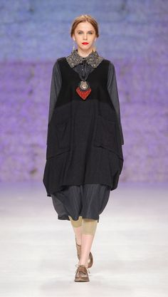 Add contrasting or toning collar - see Tm Collection