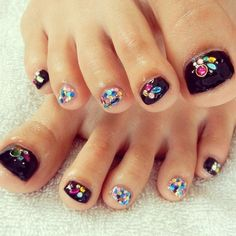 Summer foot nail art for fashion girls #nails www.loveitsomuch.com