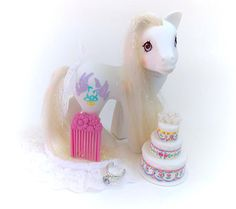 G1 My Little Pony Bride COMPLETE Ring Cake Comb Veil Ribbon
