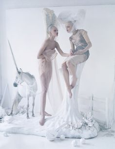 Another beautiful images from the talented Tim Walker. Love the whimsical quality. Steven Meisel, Fashion Photography, Editorial Photography, Art Photography, Photography Magazine, Fashion Story, Fashion Art, Fashion Beauty, Editorial Fashion