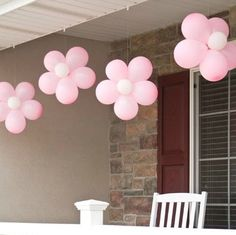 Wouldn't this be a cute way to announce the birth of a baby girl?  I'd totally put a yellow balloon in the center though.   :)