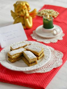 Prajitura cu miere de albine Albinița - rețeta pas cu pas | Laura Laurențiu Food Cakes, Cake Recipes, Food And Drink, Sweets, Healthy Recipes, Desserts, Romanian Recipes, Essen, Cakes