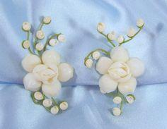 Vintage Sea Shell Flower Bud Earrings Screwback White Seashells Green Wire Stems