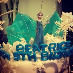 Queen Elsa Disney frozen toy caketopper by chenjezzycoolcakes