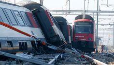 21 Tewas Akibat Tabrakan Kereta di Pakistan : Korban tewas akibat tabrakan dua kereta penumpang di Kota Pelabuhan Karachi Pakistan Kamis pagi bertambah menjadi sedikitnya 21 orang sementara korban cedera ada 45
