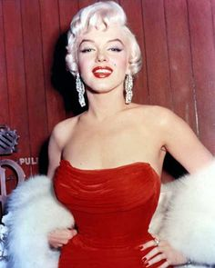 This article is in Uncategorized , and it is about fashion, featured, glamour, marilyn monroe, sexy woman