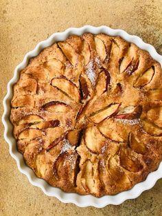 Det her er bare en af vores yndlings- æble-tærter. Baking Recipes, Cake Recipes, Dessert Recipes, Impressive Desserts, Danish Food, Big Cakes, Pudding Desserts, I Love Food, No Bake Cake