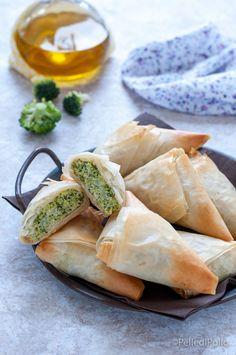 Sfiziosi #involtini di #pastafillo cotti al forno ripieni di #broccoli e #ricotta #ricetta #antipastisfiziosi #appetizer
