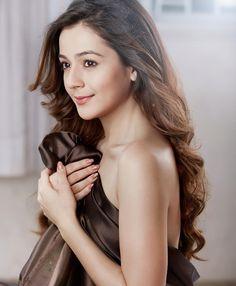Indian Tv Actress, Pakistani Actress, Indian Actresses, Beautiful Bollywood Actress, Beautiful Actresses, The Most Beautiful Girl, Beautiful Women, Cute Girl Face, Senior Girl Poses