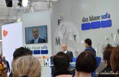 """Bestseller-Autor Simon Beckett, präsentier auf dem blauen Sofa des ZDF sein Buch """"Der Hof"""" http://violabellin.de/die-leipziger-buchmesse-2014/"""