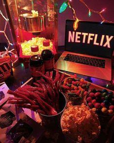 Sleepover Snacks, Movie Night Snacks, Fun Sleepover Ideas, Slumber Parties, Movie Nights, Halloween Movies To Watch, Halloween Movie Night, Halloween Fun, Halloween Horror