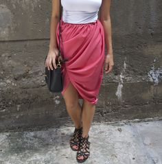 DIY Twist Front Bubble Skirt « a pair & a spare. No Sewing! All you do is twist up your maxi skirt and tuck the end into the waistband. Then u pull at it a little to loosen it where the bulge would be. I've done this a lot!
