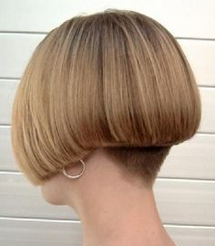 short bob haircut with shaved nape Shaved Bob, Shaved Nape, Short Wedge Hairstyles, Ponytail Hairstyles, Cut My Hair, Hair Cuts, Back Of Bob Haircut, Medium Hair Styles, Short Hair Styles
