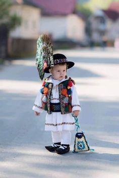 """folk costume"" - It Was A Work of Craft Precious Children, Beautiful Children, Beautiful Babies, Beautiful People, Kids Around The World, People Of The World, Cute Kids, Cute Babies, Folk Costume"