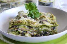 Le lasagne verdi con pesto di pistacchi, funghi e mozzarella sono un primo piatto molto cremoso, dal sapore ricco ed intenso. Ecco la ricetta