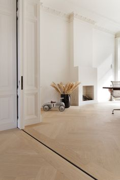 oak herringbone floor - track for doors Home Interior Design, Interior Styling, Interior And Exterior, Living Room Inspiration, Interior Inspiration, Herringbone Wood Floor, Doors And Floors, Room Tour, Home Living Room
