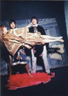Rita Lee e os irmãos Sérgio e Arnaldo Baptista, Os Mutantes em 1968.  Veja também: http://semioticas1.blogspot.com.br/2011/08/um-toque-de-midani.html