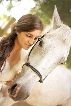 Horse and bride - Amanda Whitley Photography wedding
