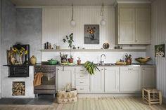 Home Decor Habitacion Finfint jobb i ett finfint kk Rustic Kitchen, Country Kitchen, Kitchen Dining, Kitchen Decor, Kitchen Cabinets, Cocinas Kitchen, Decor Scandinavian, Country Style Homes, Cuisines Design