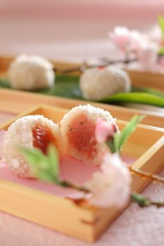 ** Japanese sweets for spring - Sakura Japanese Treats, Japanese Cake, Japanese Sweet, Japanese Food, Japanese Recipes, Desserts Japonais, Cute Food, Yummy Food, Japanese Pastries