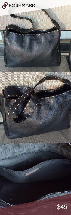 The Sak nice leather shoulder bag Good condition The Sak Bags Shoulder Bags