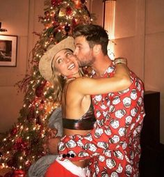 Elsa Pataky Gets Sweet Smooch from Husband Chris Hemsworth: 'Best Christmas Present Ever! Chris Hemsworth Thor, Liam Hemsworth And Miley, Elsa Pataky, Miley Cyrus, Hemsworth Brothers, Spanish Actress, Best Christmas Presents, Christmas 2016, Christmas Tree