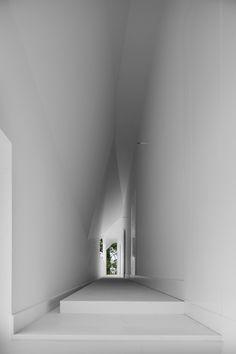 R House / Architecture Research Office Alesia Museum / Bernard Tschumi Architects. Fez House _ Alvaro Leite Siza Vieira _ w. Architecture Design, Amazing Architecture, Building Architecture, Installation Architecture, Minimal Art, Amazing Spaces, Interior And Exterior, House Design, Construction