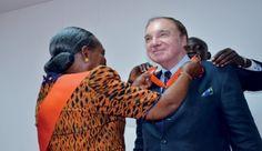 L'éditeur suisse Pierre-Marcel  Favre décoré de l'Ordre du Commandeur de l'Ordre national à Abidjan sur fond de psychose Ebola.   blogs.mediapart.fr