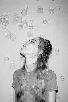 home photography bubbles self portrait Grunge Photography, White Photography, Photography Tips, Portrait Photography, Fashion Photography, Bubble Photography, Creative Photography Poses, Indoor Photography, Photography Magazine