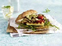 Vegetarischer Burger mit Halloumi-Käse und gegrilltem Gemüse Cookie Do, Tofu, Hamburger, Sandwiches, Bbq, Veggies, Lunch, Cheese, Vegan