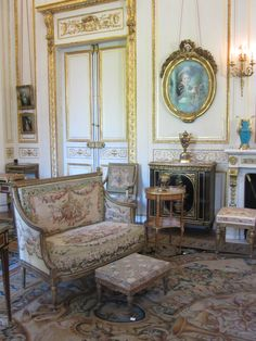 Musée Nissim de Camondo, a beautiful small museum of French decorative arts in an private mansion overlooking the Parc Monceau, Paris French Decor, French Country Decorating, Room Interior, Interior Design, Palace Interior, Chateau Hotel, Parisienne Chic, Beautiful Interiors, French Interiors