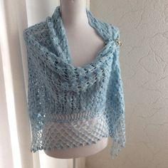Shawl/sjaal/stola lichtblauw zacht en subtiele glans
