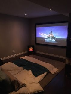 Modern home theater room. Dream Rooms, Dream Bedroom, My New Room, My Room, Cinema Room, Room Goals, Aesthetic Rooms, Home Cinemas, Home And Deco