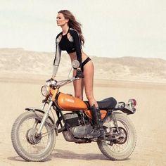 She's one hot biker babe Moto Enduro, Enduro Motorcycle, Scrambler, Dirt Bike Girl, Vintage Motocross, Vintage Motorcycles, Harley Davidson, Lady Biker, Biker Girl