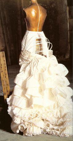 Mina Harker's petticoat worn under red bustle dress in Bram Stoker's Dracula 1992 by costume designer Eiko Ishioka Historical Costume, Historical Clothing, Victorian Fashion, Vintage Fashion, Viktorianischer Steampunk, Vintage Outfits, Parisienne Chic, Bustle Dress, The Costumer