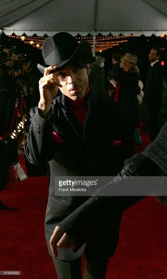 Musician Prince arrives to the 31st Annual People's Choice Awards at the Pasadena Civic Auditorium January 9, 2005 in Pasadena, California.