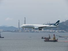 https://flic.kr/p/TBCo49 | B-LRM | Type: passenger jet airlines: cathay pacific manufacturer: airbus aircraft family: airbus A350 A350-900XWB A350-941XWB 359 35G C     W     Y    Total 38   28   214   280 2x rr trent xwb-84 MSN:75 First flight: 11 dec 2016 production site: toulouse (TLS) test registration: F-WZND delivered date: 31 dec 2016 flight: CX855 from Vancouver (YVR)