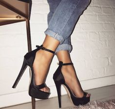 Discover recipes, home ideas, style inspiration and other ideas to try. Bo Jackson Shoes, Stiletto Heels, Shoes Heels, Pumps, Cheap Womens Shoes, Hot High Heels, Cute Heels, Prom Shoes, Ankle Strap Heels