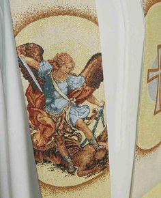 Estola con bordado de San Miguel Arcángel (1/4). http://www.articulosreligiososbrabander.es/estola-poliester-sacerdote-bordado-cruz-san-miguel.html