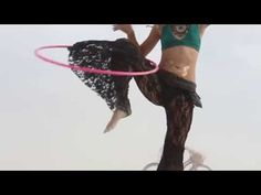 Morgan Jenkins shows you how to reverse the direction of your hoop passes by using your knee! Filmed on the playa, Burning Man 2014 pink Hula Hoop Workout, Avocado Smoothie, Romantic Vacations, Romantic Travel, Toning Workouts, Fun Workouts, Lose Thigh Fat, Hoop Dreams, Surfer Magazine