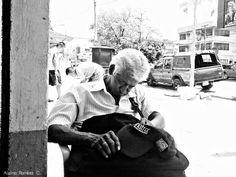 El descanso... #guayaquil #ecuador #bellasartes #blackandwhite #blancoynegro #art #artphoto #artist #streetphotography #street #streetphoto_bw #streetart #urbanart #streetphoto #urban #streetartist #photographer #photo #fotoarte #fotografia #fotografo #streetphotography_bw #arte #artedecalle #ciudad #cities #paisajeguayaquil #streetphotographer #paisajesecuador #quehacerenguayaquil by alsinoramirez