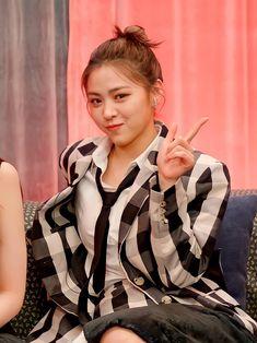 My Character, Debut Album, My Sunshine, Kpop Girls, Asian Beauty, Girl Group, Grl Pwr, Entertaining, Seokjin