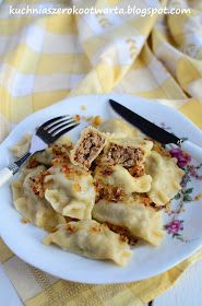Kuchnia szeroko otwarta: Pierogi z mięsem najpyszniejsze Pasta Recipes, Cooking Recipes, Healthy Recipes, Polish Recipes, Food To Make, Good Food, Food And Drink, Favorite Recipes, Dishes
