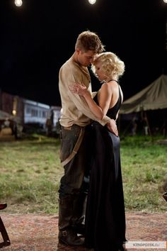 Water For Elephants... Robert Pattinson, just as sweet as Edward... Oh how I love him!