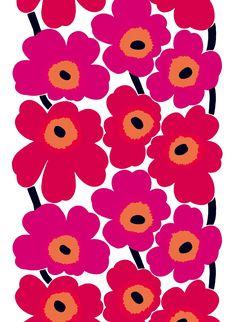 Marimekko Unikko Red Canvas Fabric The Marimekko Unikko flower fabric has red and pink flowers with orange centers and black stems. This popular Marimekko design was created by Maija Isola in This fabric can be used for upholster. Marimekko Fabric, Marimekko Wallpaper, Motif Art Deco, Stoff Design, Motif Floral, Art Floral, Pretty Patterns, Textile Patterns, Floral Patterns