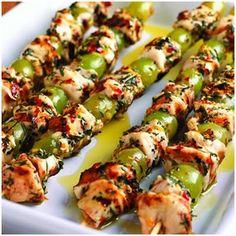 Mediterranean Grilled Chicken and Grape Skewers @keyingredient #chicken