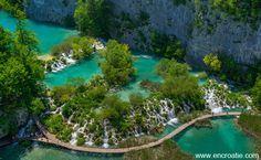 A mon arrivée en Croatie, mon premier travail était guide-accompagnatrice. C'était pour moi une réelle opportunité car cela m'a permis de découvrir les plus belles régions de Croatie, qui sont aussi les plus touristiques, les principales villes et les petits villages de la cote, les iles, les parcs nationaux et parcs naturels. Les circuits proposaient en general soit la Croatie au nord de Split, soit la Croatie au sud de Split. Le circuit qui faisaient découvrir le nord passait t...