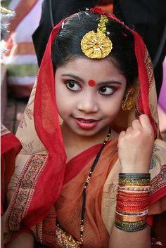 A Bengali Girl, Bangladesh Kids Around The World, Beauty Around The World, We Are The World, People Around The World, Beautiful Children, Beautiful People, Thinking Day, Portraits, Interesting Faces