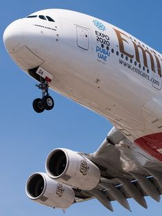 Airbus A380: Low pass !