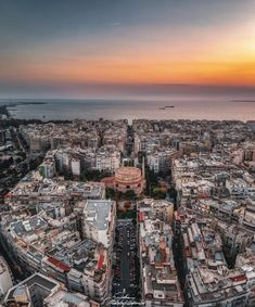 There's absolutely no doubt about it: Thessaloniki looks incredible from the sky. Thessaloniki, Macedonia, Athens, The Locals, Paris Skyline, City Photo, Places To Go, The Incredibles, Urban